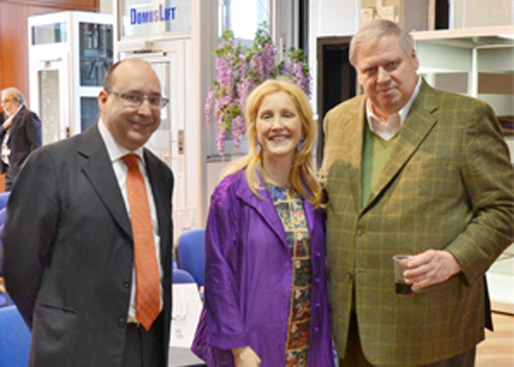 L'ing. Matteo Volpe e Maria Volpe nello showroom IGV insieme al prof. Andrew Lawlor, coordinatore del gruppo di ricercatori dell'Università del Michigan
