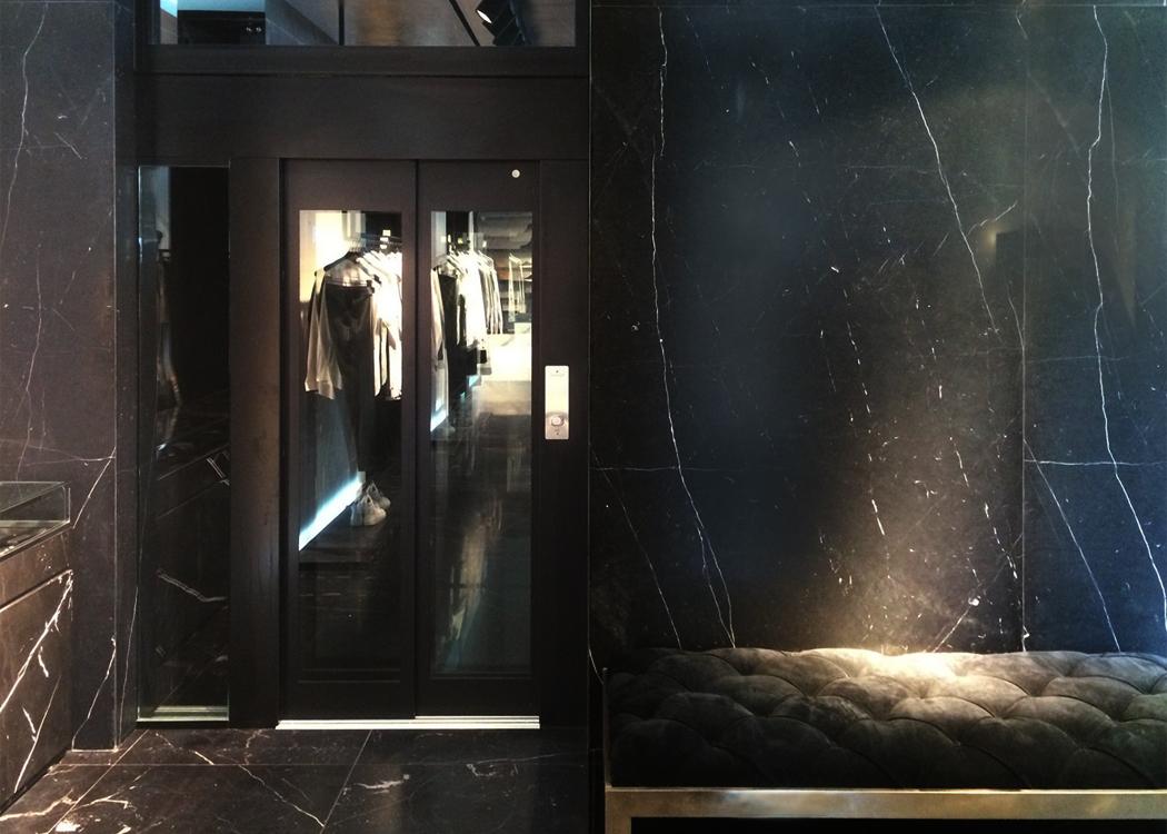 Le nostre installazioni: ascensore in boutique