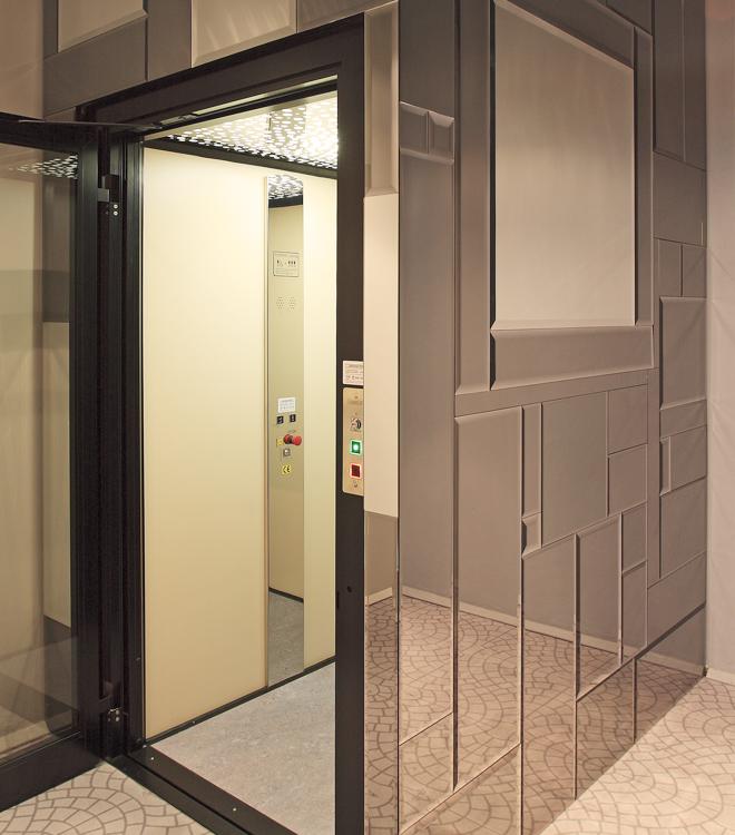 Le nostre installazioni: piattaforma elevatrice in negozi
