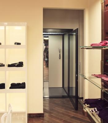 Le nostre installazioni: ascensore in negozi